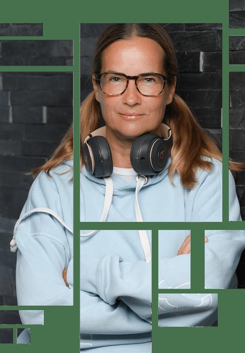 Anja Kalischke-Bäuerle. Tile Design. Portrait mit Headphones